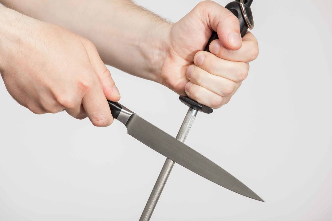 Sharpen Knife with Steel