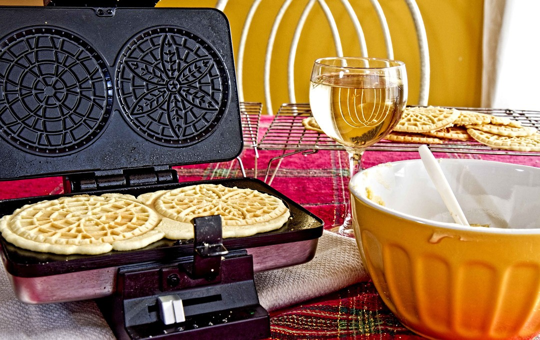 Pizzelle Maker
